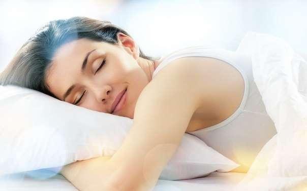 Качество сна ухудшает сладкая и жирная пища