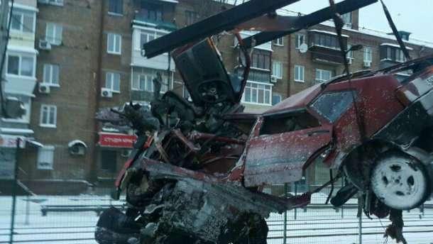Жуткое ДТП в Киеве: авто разорвало пополам