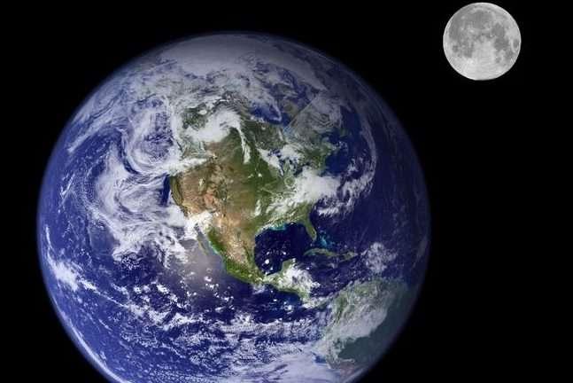 Ученые узнали, когда Луна может упасть наЗемлю