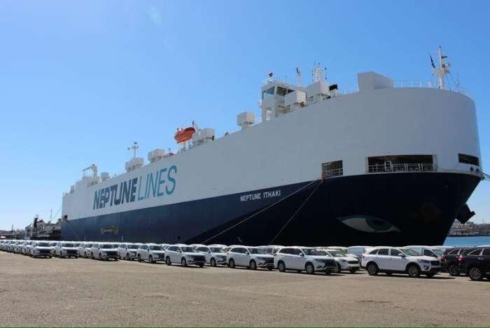 В Украину приплыли 635 новеньких внедорожников марки Mitsubishi Outlander.