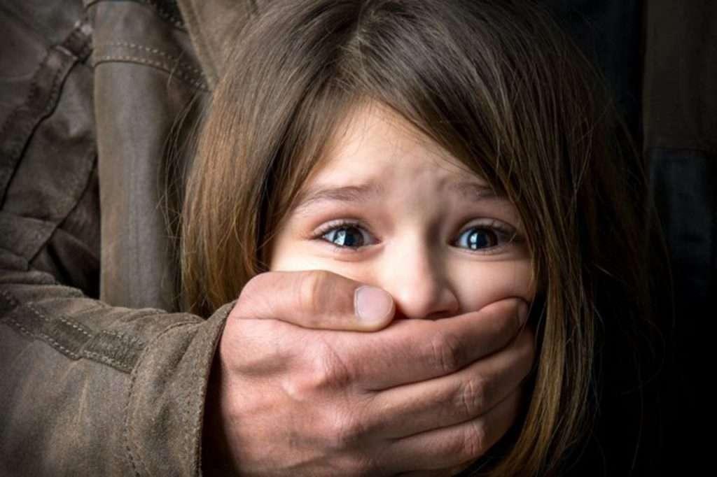 ВХерсонской области трехлетнюю девочку насиловал сожитель еематери